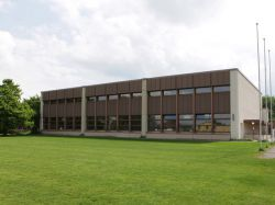 Aussenfeld Schulhaus Hüenerweid Dietlikon